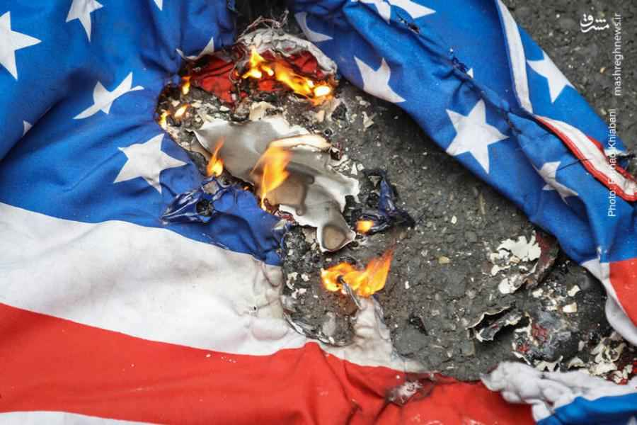 """الإمام الخامنئي (دام ظله): """"أي بلد إعتمد على أمريكا خسر ! """""""