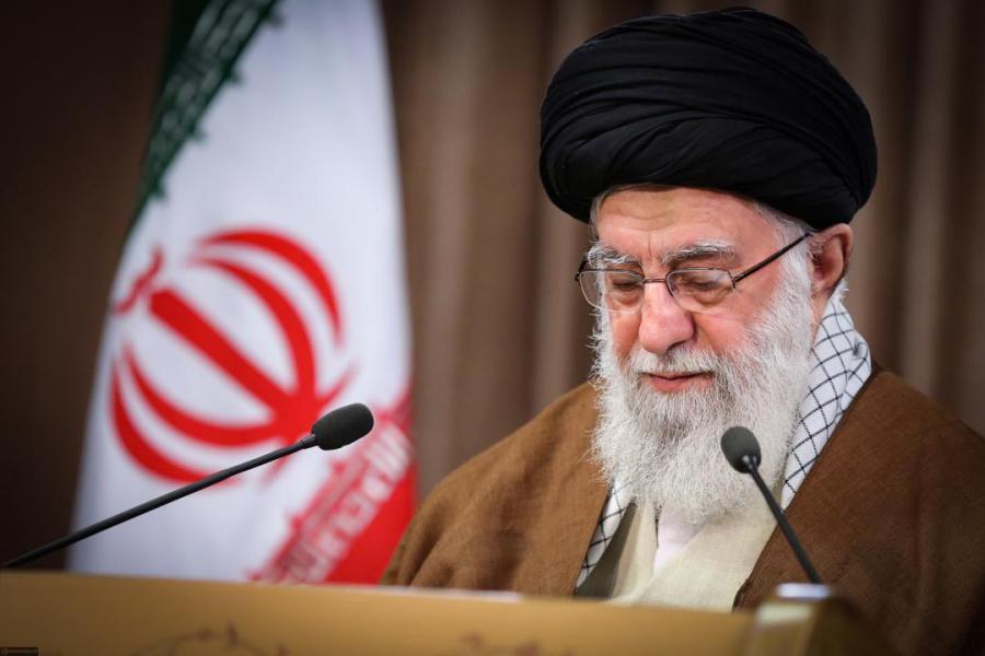 الإمام الخامنئي: الثقة بالظالمين هي أحد مشاكل الناس في عالم اليوم