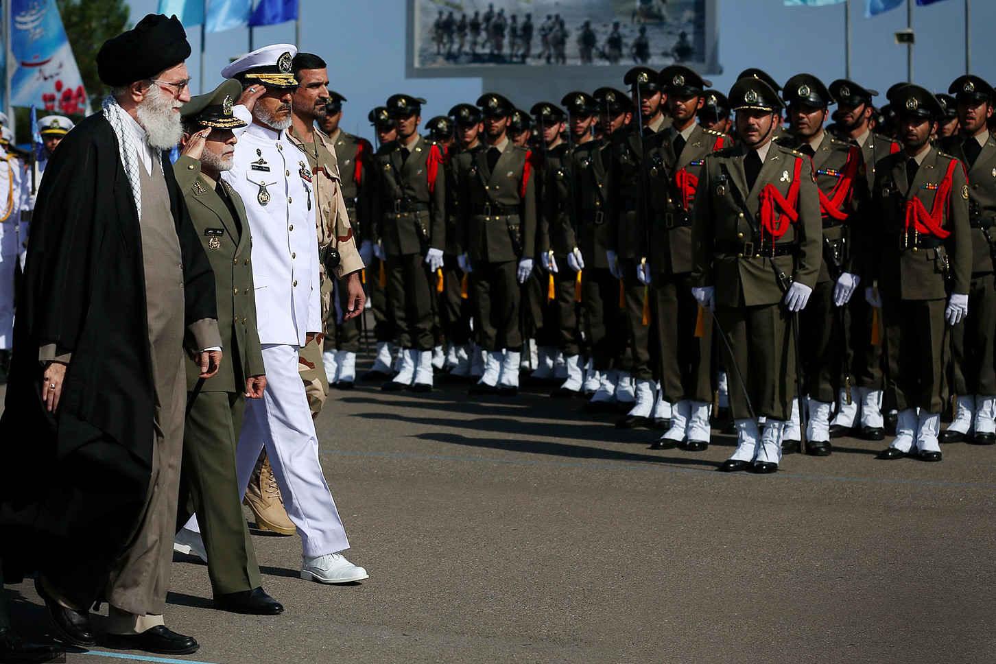 القوات المسلحة الإيرانية حصون للشعب عكس حال القوات المسلحة في العديد من البلدان