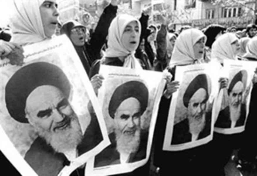 الإمام الخميني (ره): دور النساء في الثورة الإسلامية