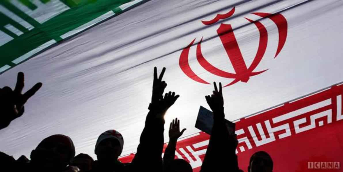الإمام الخامنئي: الثورة أخرجت البلاد من تحت أقدام الحقراء الوضيعين الظالمين