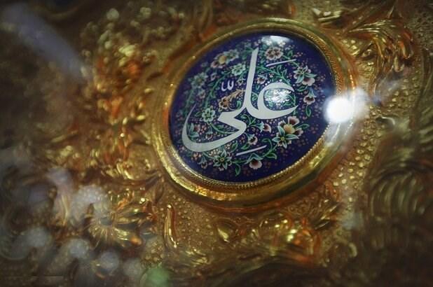 الإمام الخميني: الإمام علي (ع) هو الأول في جميع الأبعاد الإنسانية