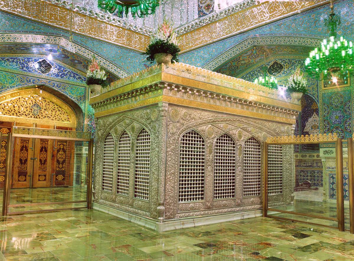 الإمام الخامنئي: دور الإمام الرضا (ع) في نشر وتعميق المعنى الحقيقي للإسلام