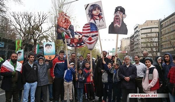 التذكير بفاجعة شهيد المدينة المنورة في مسيرات الثورة الإسلامية +صورة