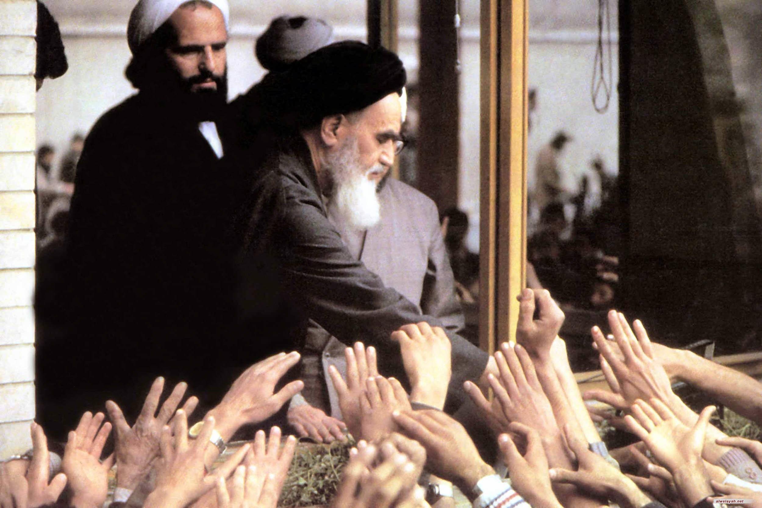 الإمام الخميني: لا نقبل أن يحكمنا نظام ملكي