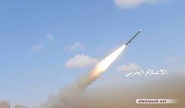 """خلال مناورة """"النبي الأعظم (ص) – 14"""": الحرس الثوري يطلق صواريخ بالستية بعيدة المدى لضرب الأهداف البحرية"""