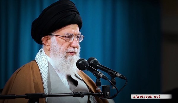 قائد الثورة الإسلامية يعزي بوفاة احد قادة الدفاع المقدس