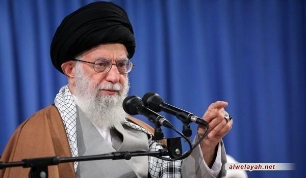 قائد الثورة الإسلامية: يجب على حرس الثورة الإسلامية مواصلة أنشطته الجديرة بقوة