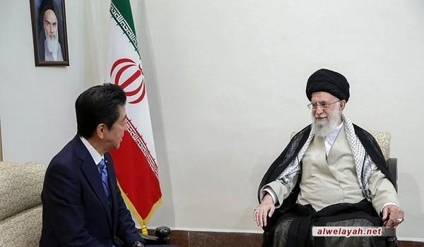 خلال استقباله شينزو آبي؛ قائد الثورة الإسلامية: ترامب ليس أهلاً لتبادل الرسائل ولن نتفاوض مع أمريكا