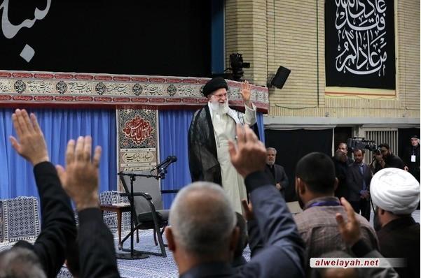 قائد الثورة الإسلامية: أنظار العالم تتطلع إلى مسيرة الأربعين وتعامل أصحاب المواكب لا نظير له