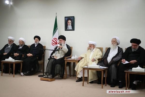 قائد الثورة الإسلامية: علينا ألا نعقد الأمل على الأوروبيين