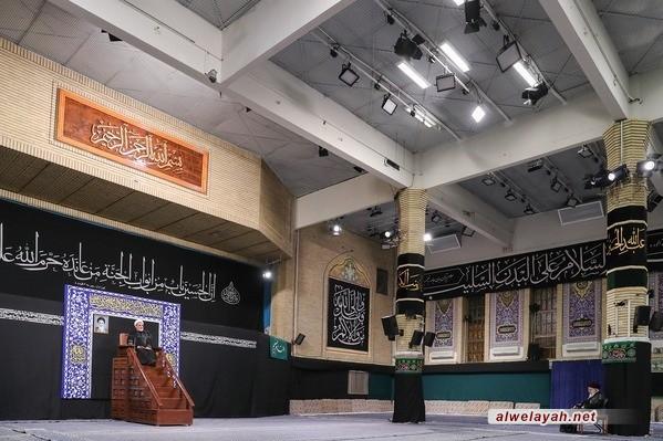إقامة اللیلة الثالثة لمراسم العزاء الحسيني بحضور قائد الثورة الإسلامية
