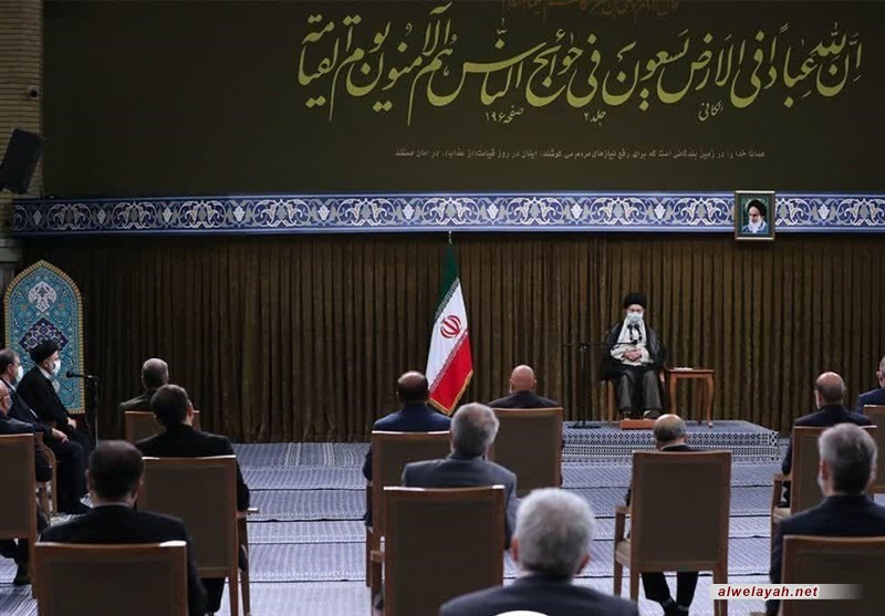 الإمام الخامنئي: ينبغي مضاعفة الحراك الدبلوماسي في الحكومة الجديدة وتعزيز الجانب الاقتصادي له