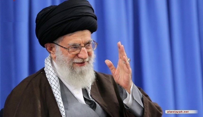 قائد الثورة الإسلامية يهدي خاتمه للعسكري الإيراني الذي اسقط الطائرة الأميركية