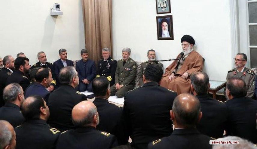 قائد الثورة الإسلامية: يجب تنمية قدراتنا حتى لا يجرأ العدو تهديد شعبنا