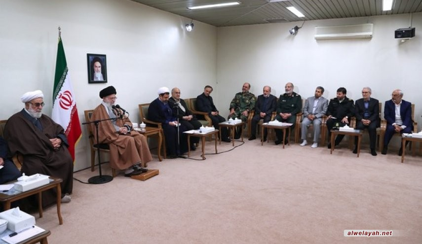 قائد الثورة الإسلامية: رسالة الشهداء الخالدة هي انتصار المجتمع على الخوف