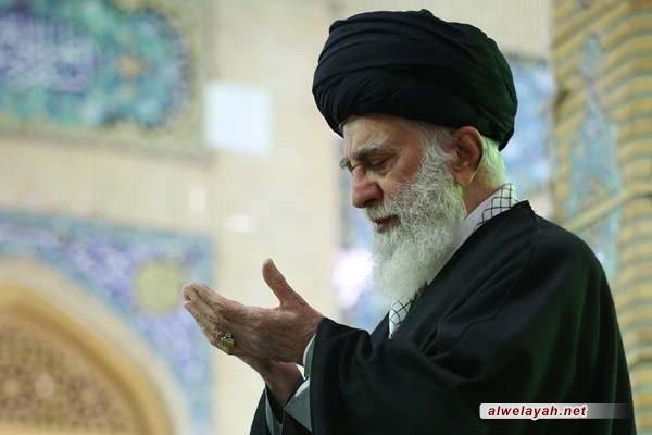 قائد الثورة الإسلامية يقيم صلاة الجماعة طيلة شهر رمضان المبارك