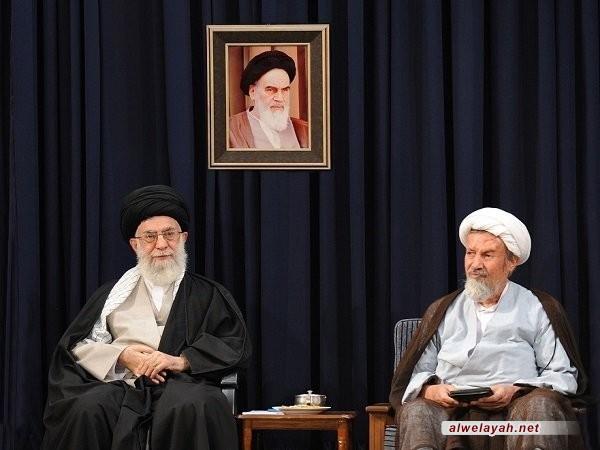 قائد الثورة الإسلامية يعزي بوفاة عضو مجلس صيانة الدستور آية الله محمد مؤمن القمي