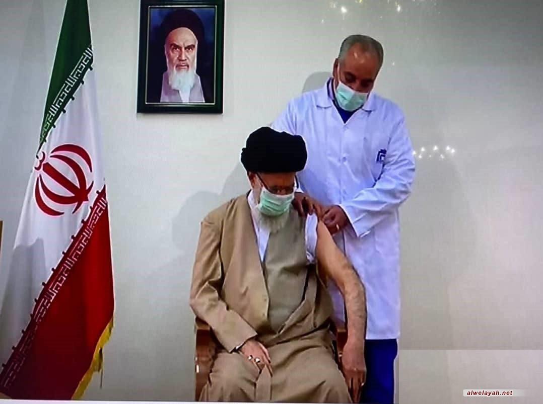 4 رسائل مهمة لتلقي قائد الثورة اللقاح الإيراني المضاد لكورونا