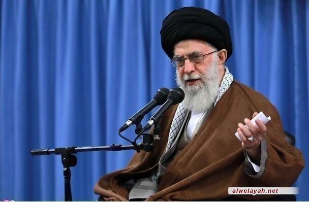 قائد الثورة الإسلامية: البكاء في مجالس الشهداء ليس ضعفا وإنما لإبداء المحبة والعزيمة