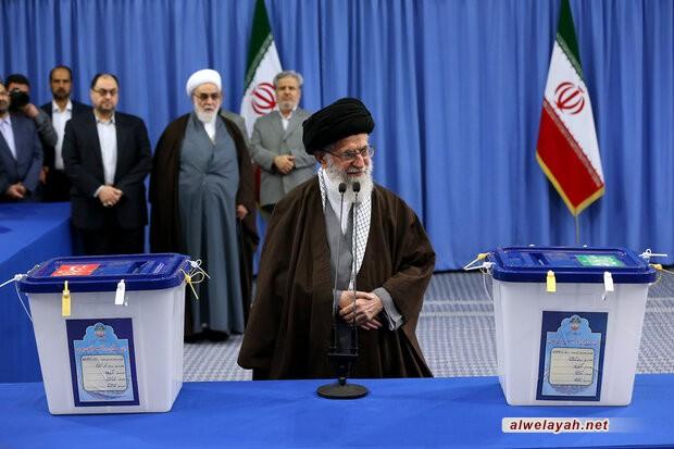 قائد الثورة الإسلامية: المشاركة في الانتخابات هي واجب ديني وحق مدني