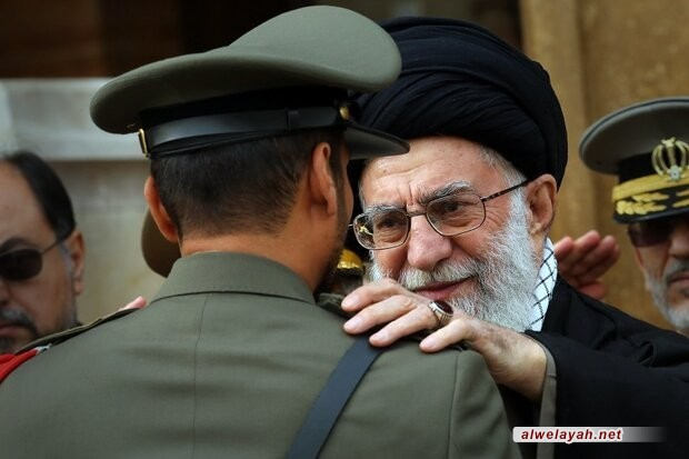 """قائد الثورة الإسلامية يمنح جامعة """"الإمام علي (ع)"""" راية ووسام """"الوفاء"""""""