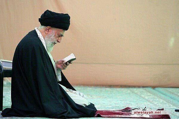 زيارة قائد الثورة الإسلامية لمسجد جمكران