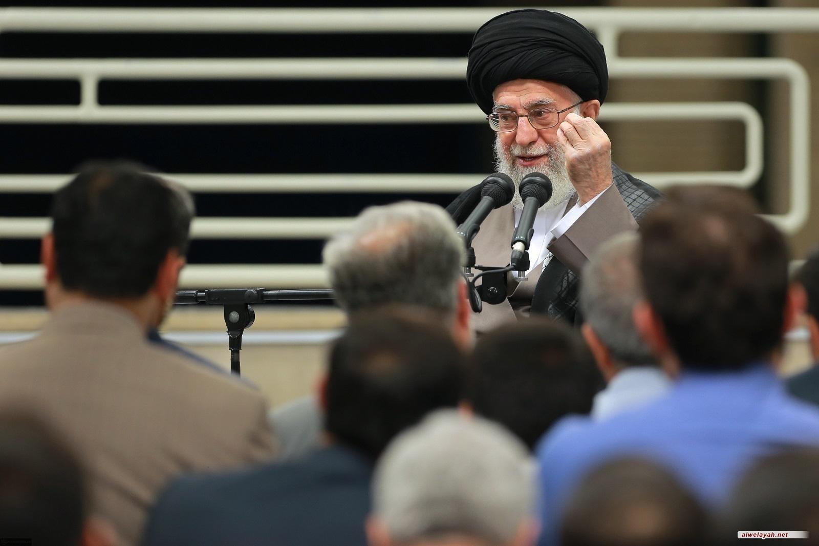 قائد الثورة الإسلامية يستقبل جمعا من المنشدين الدينيين