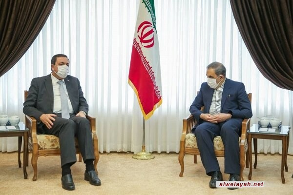 خلال لقائه السفير السوري الجديد في طهران؛ ولايتي: قائد الثورة يتمنى الشفاء العاجل للرئيس بشار الأسد