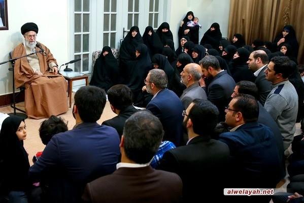 الإمام الخامنئي: العدو يتحين الفرص للنيل من النظام الإسلامي