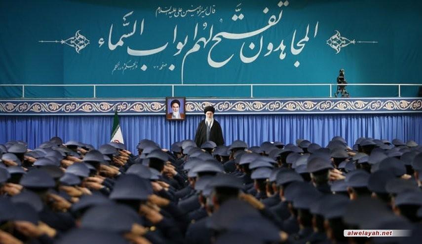 قائد الثورة الاسلامية: ذكرى انتصار الثورة الاسلامية لهذا العام ستكون مذهلة