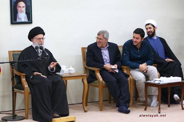 الإمام الخامنئي: إذا لم يكن هناك التزام ديني وثوري فإن التقدم العلمي لا ينفع البلاد