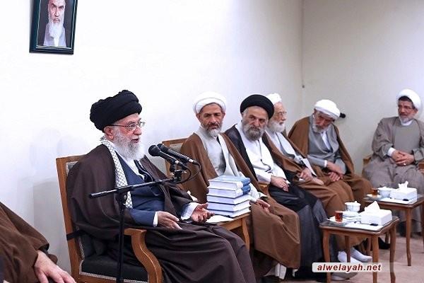 الإمام الخامنئي يؤكد على أهمية تدريس الفلسفة في الحوزات العلمية