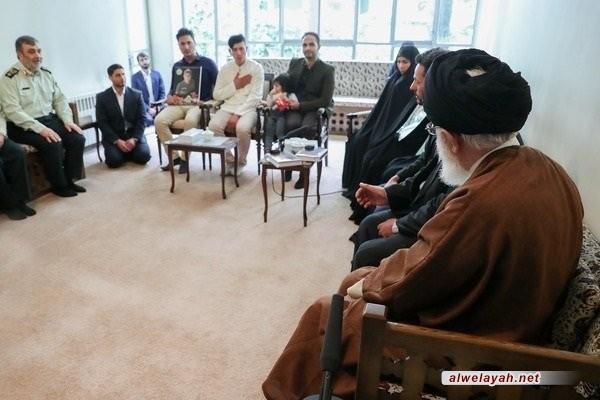 قائد الثورة الإسلامية يستقبل عددا من ذوي الشهداء في الشرطة الإيرانية