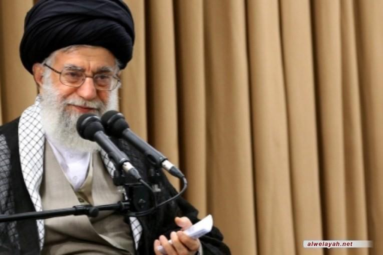 قائد الثورة الإسلامية يشارك في مراسم تخرج قوات الجيش في نوشهر