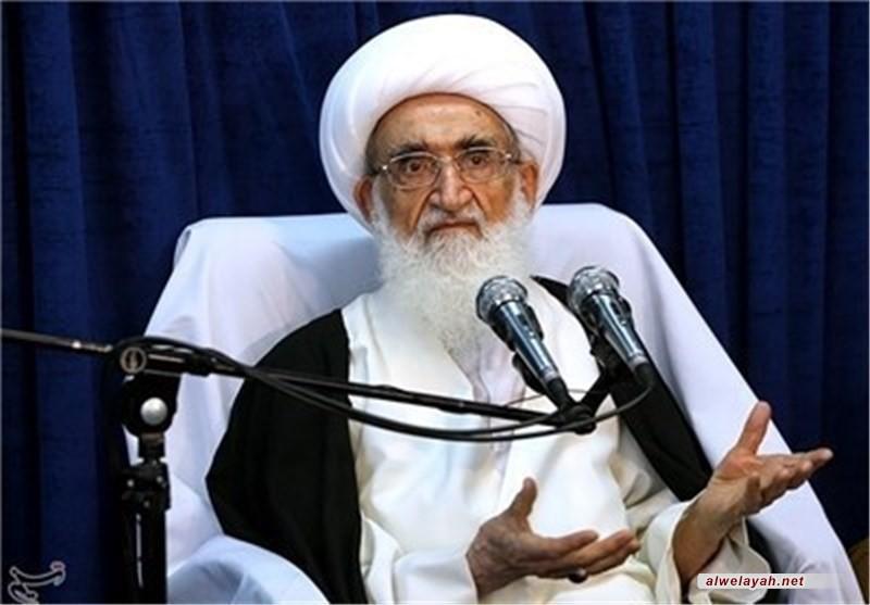 آية الله نوري همداني: قائد الثورة الإسلامية وشخص الولي الفقیه هو الملجأ الوحید للشعب في خضم الأحداث المختلفة