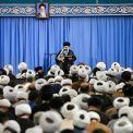 قائد الثورة الإسلامية: يجب التحلي بالوعي من اجل التصدي لمؤامرات الأعداء